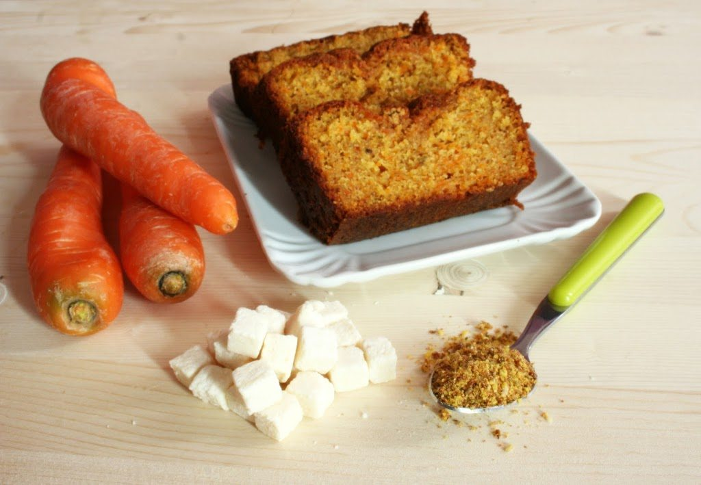Plumcake alla carota e cubetti di cocco con aggiunta di semi di lino