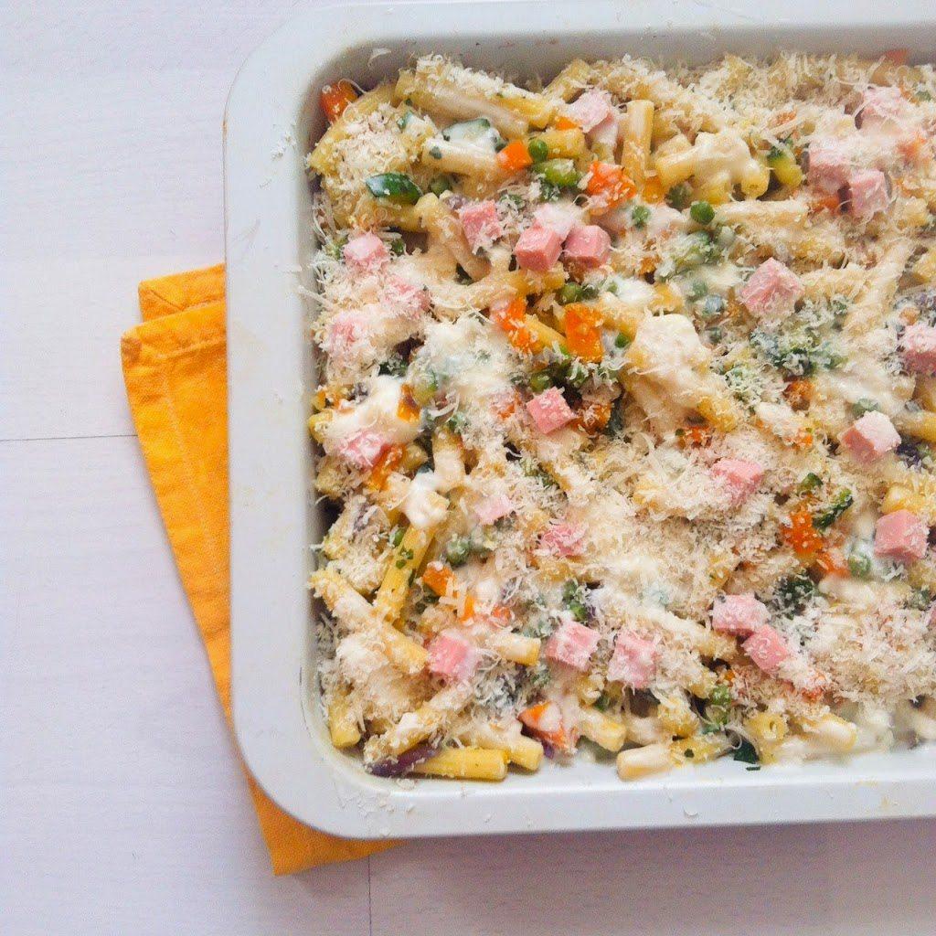 Pasta primavera, una pasta al forno colorata e leggera