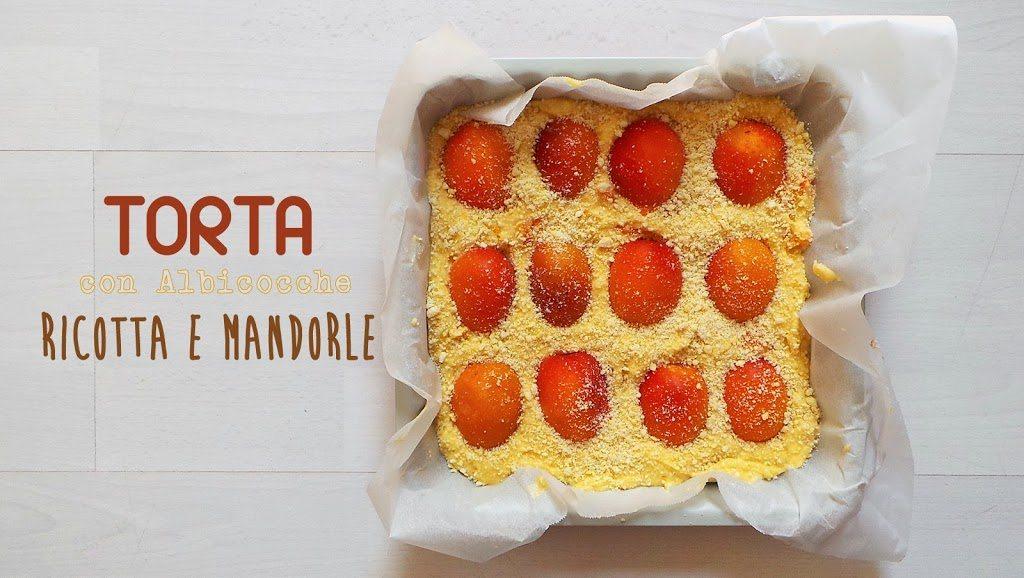TORTA CON ALBICOCCHE, RICOTTA E MANDORLE