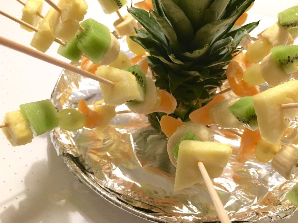 Composizioni Facili Di Frutta spiedini di frutta fresca: presentazione facilissima