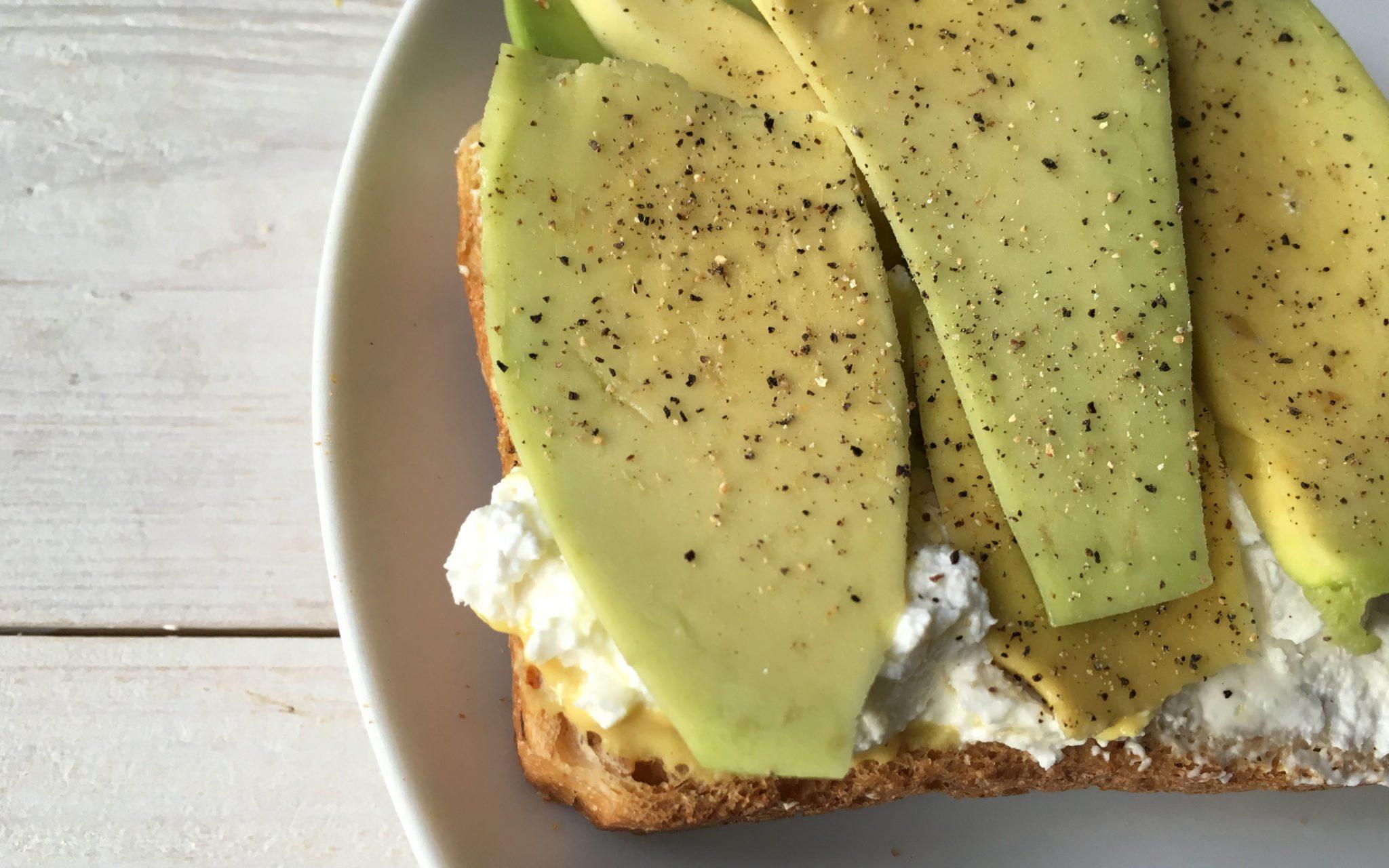 toast-gourmet-avocado-aperto