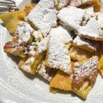 Frittelle a pezzetti con marmellata di mirtilli e una montagnahellip