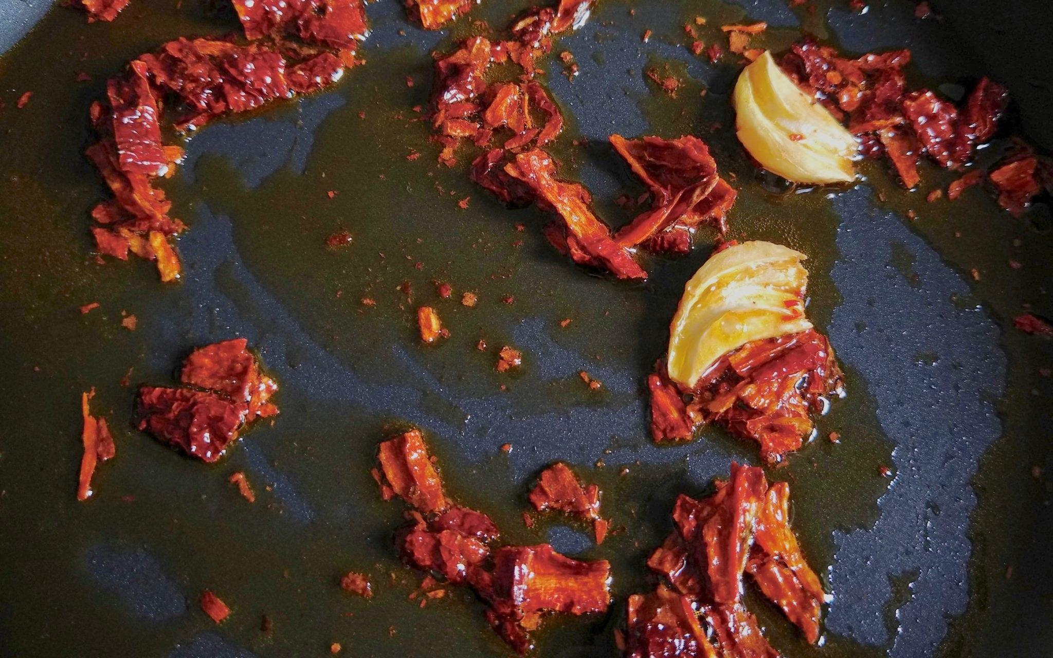 spaghetti aglio e olio con peperone crusco_spadelliamo