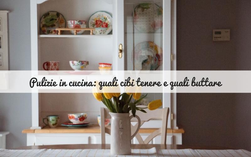 Pulizie in cucina: quali cibi tenere e quali buttare